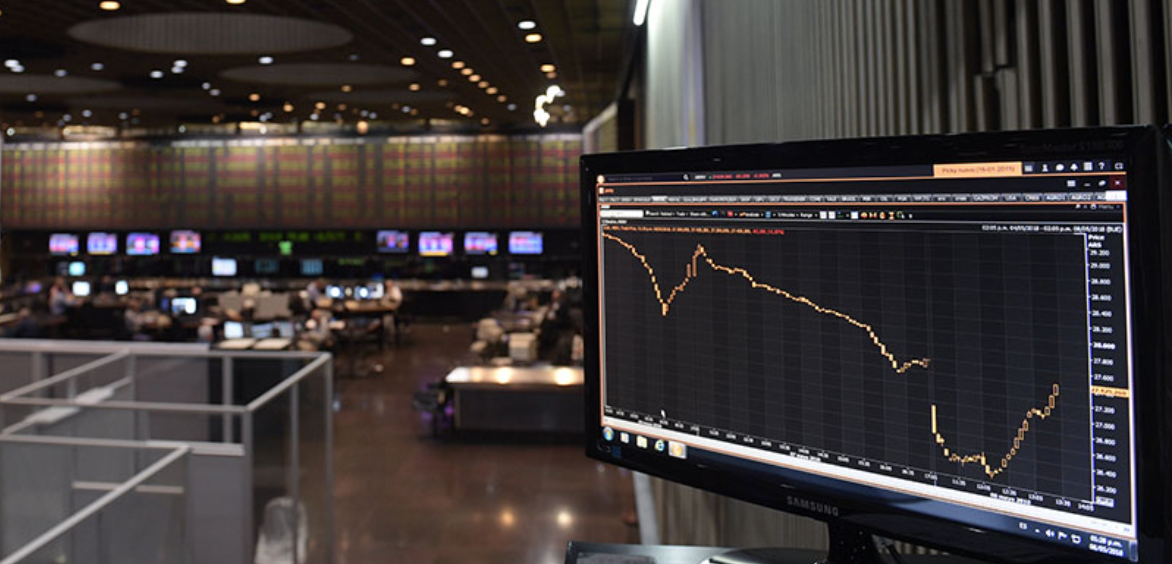 How to trade the options market like an efficient trader